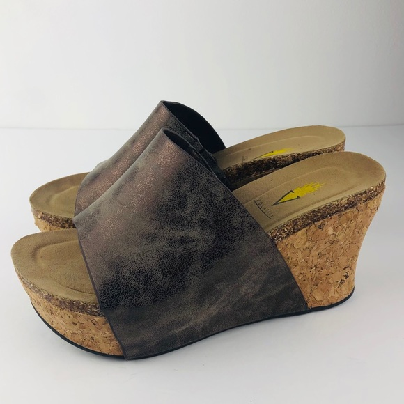 Volatile Wedge Sandals Bronze 7